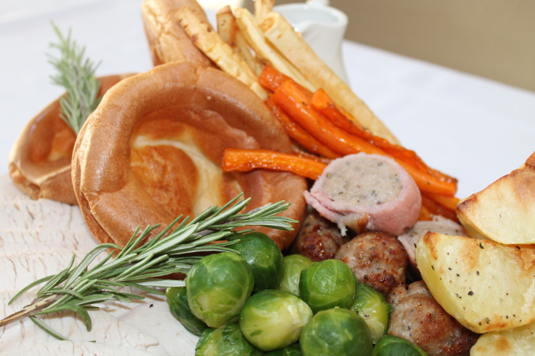 How did the traditional Sunday roast begin?